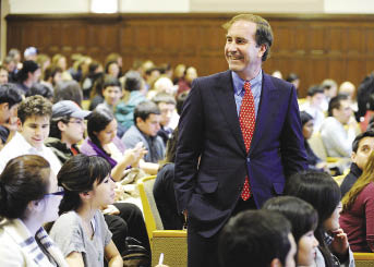 Harry Markopolos told Fordham business students that his discovery of the Madoff scandal led him to a career investigating white-collar crime. Photo by Chris Taggart