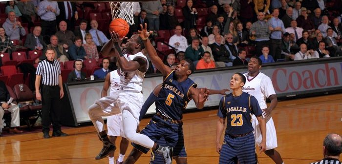Men's Basketball Knocks Off La Salle, 63-48