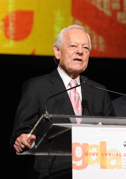 Bob Schieffer, an Emmy Award-winning  television journalist, received the Charles Osgood Lifetime Achievement Award in Broadcast Journalism at the gala. Photo by Chris Taggart