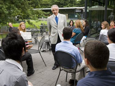 Sander A. Flaum gives advice on business management at the New York Botanical Garden to students in the ILC-GB. Photo by Chris Shinn