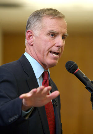 Howard Dean told students at Rose Hill  that President Barack Obama was their generation's John F. Kennedy.  Photo by Bruce Gilbert