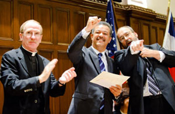 Dominican President Leonel Fernández (center) told more than 500 members of the Fordham community on Sept. 24 that he wants to make the Dominican Republic a model of democracy in the Latin American world.