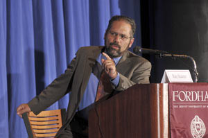 Senior PBS correspondent Ray Suarez moderated a panel on Sept. 16 that focused on how religion played a part in the 2008 presidential election. Photo by Leo Sorel