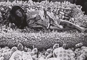 Yayoi Kusama, 1968. Photo: Shunk-Kender © Roy Lichtenstein Foundation.