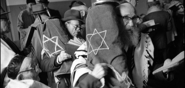 Shabbat service in Warsaw Beit Midrash on Shavuoth. Moshe Shapiro, front, and Natan Cywiak with Torahs. May 21, 1980.