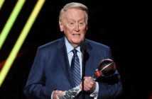 Legendary sports broadcaster and Fordham graduate Vin Scully accepting the Icon Award at the 2017 ESPYS
