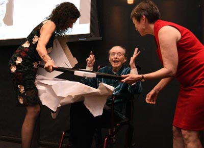 Marie Ponsot receives an award
