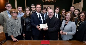 Longhi give anti-Machiavelli book to Father McShane