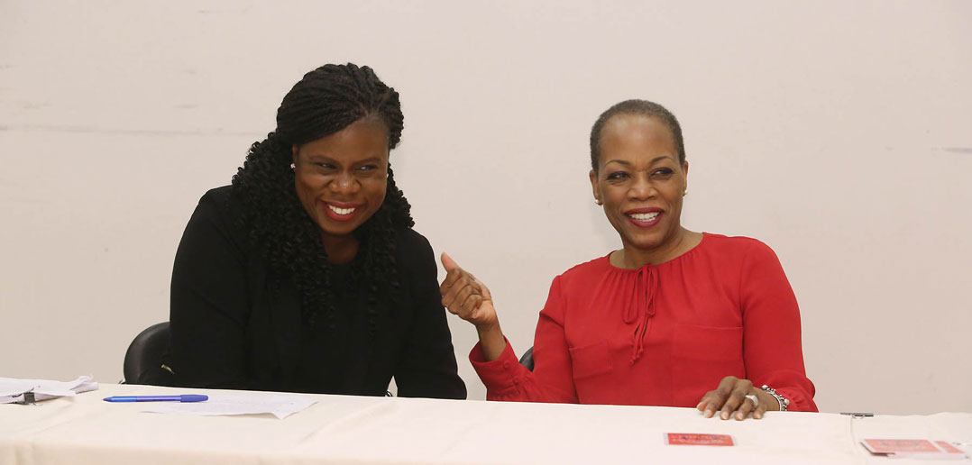 (L-R) GSE professor Shannon Waite moderates a Q&A discussion with award-winning actress, playwright, and director Regina Taylor at the White Box Theatre in the Lowenstein building on Sept. 28.