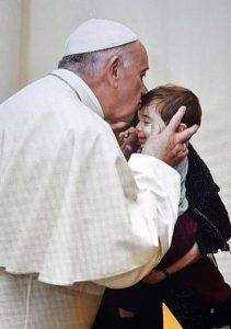 pope francis kisses baby