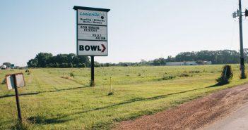 Louisville Lanes. Shakopee, Minnesota. Photo by Emma DiMarco