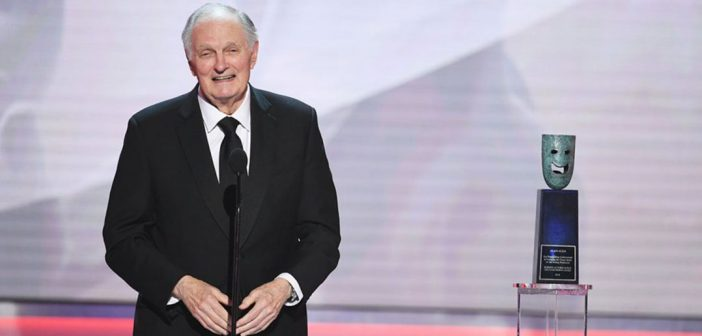 Alan Alda accepts a lifetime achievement award at the 2019 SAG Awards dinner